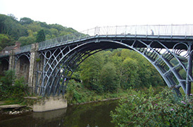 アイアンブリッジの鉄製の橋