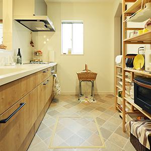 奥様が大好きな北欧の キッチン道具や食器が 映える「シンプルナチ ュラルな空間」