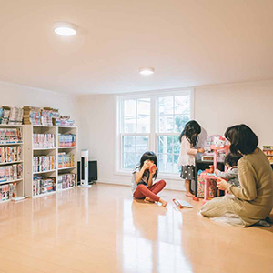 ロフトはご主人様の趣味の空間です。1階と繋がっているのでご家族の声も楽しめます。